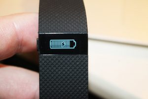 Recharge fitbit charge hr, indicateur de niveau de batterie faible ou de recharge en cours
